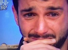 Jonas Berami  piange a uomini e donne arriva la mamma a sorpresa