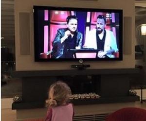 mia facchinetti  guarda in tv the voice f ail tito per papa e nonno francesco e roby facchinetti
