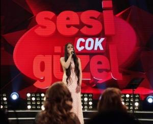 Mutlu Kaya partecipa a un talent show in Turchia le sparano