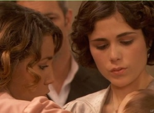 nieves e la madre di alfonsino arriva a puente viejo emilia  sconvolta il segreto telenovela