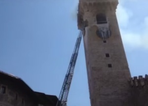 incendio torre civica trento immagini video youtube foto