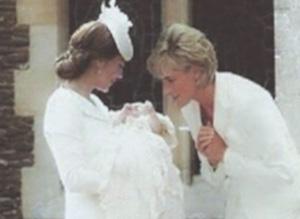 kate middleton mostra a Lady Diana sua figlia principessa Charlotte figlia di William il fotomontaggio di diana e kate con charlotte