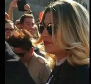Emma Marrone senza Fabio Borriello ma con Francesca savini al Matrimonio di Elisa e Andrea Rigonat- crisi