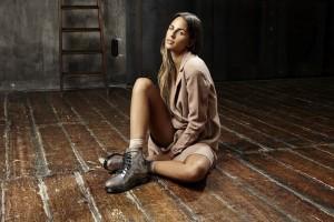 brina knauss cantante spot blocco 31