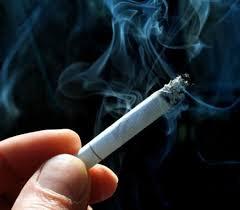 legge contro le sigarette multa per i mozziconi gettati a terra