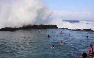 onda gigante in australia video youtube piscina Kiama sud di Sydney