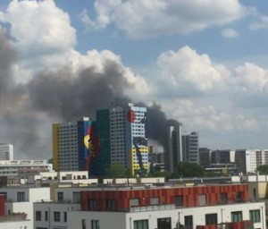 incendio a berlino nube tossica in citta