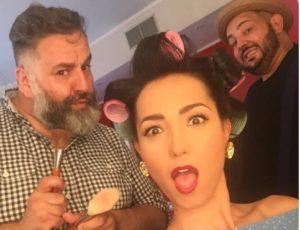 caterina balivo ruba il parrucchiere a belen rodriguez lollo pettina la balivo foto instagram