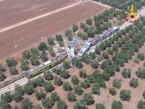 scontro treni in puglia ultime notizie foto e video
