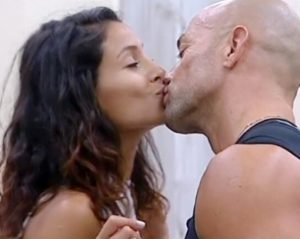 bacio-tra-mariana-e-stefano-bettarini-foto-gfvip-grande-fratello-vip
