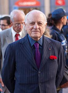 Pierre Berge oltre ad essere stato il compagno di Yves Saint Laurent e  anche il cofondatore del noto brand di moda. E  stato un industriale  francese a1850bb6586