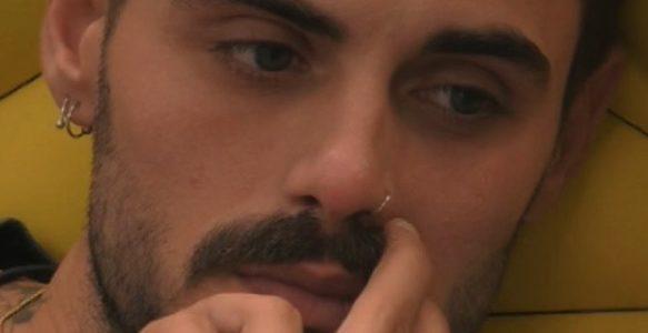 Urge dentista dentro la casa del Grande Fratello Vip  Francesco Monte si  rompe l incisivo. Potrebbe entrare Luca Onestini per curarlo  e983ebf52f9