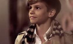 Romeo Beckham nello spot di Natale di Burberry  Video From London with Love