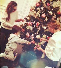 claudia galanti con alessandra garry e liam su instagram decorano albero di natale