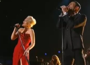 gwen stefani e adam dei maroon 5 video grammy 2015
