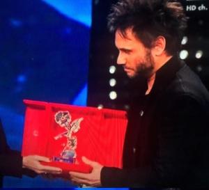nek vince sanremo 2015 nella serata cover premio cover a forma di fiore sanremo 2015