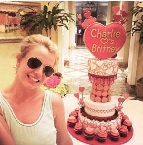 torta san valentino Britney Spears e il fidanzato Charlie Ebersol