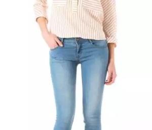 moda skinny jeans stretti aderenti problemi di salute
