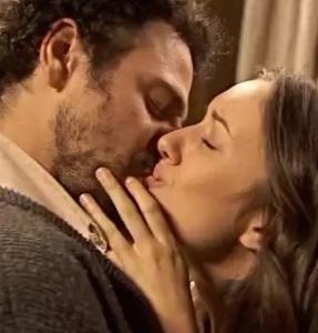 bacio tra conrado e aurora il segreto telenovela auror ainnamorata di conrado ma lui la rifuta