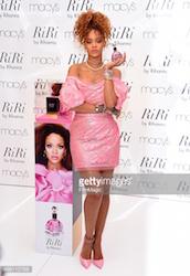 Rihanna indossa Vivienne Westwood per la presentazione della fragranza RiRi by Rihanna