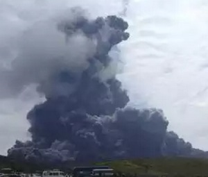 vulcano aso giappone video eruzione