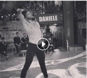 stefano de martino balla ad amici 15 presente in studio belen rodriguez video