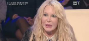 ivana spagna infuriata con la sosia Wanda Fisher a la vita in diretta