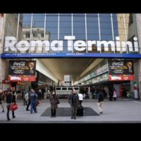 roma termini uomo armato stazione evacuata