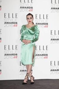 Londra, 23 Febbraio 2016. In occasione della serata Elle UK Style Awards 2016, la cantante Charli XCX e la modella Billie JD Porter hanno scelto di indossare Vivienne Westwood