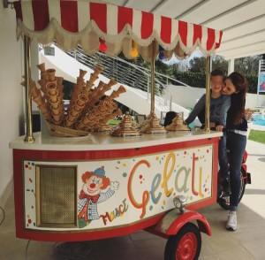carretto gelati per il compleanno di andrea d'alessio figlio di gigi e anna tatangelo