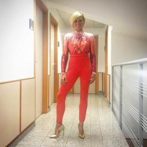 simone ventura chiambretti grand hotel abito rosso  Elisabetta Franchi