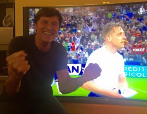 gianni morandi esulta sul gol dell Italia contro il belgio euro 2016