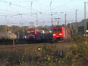 uomo su treno in germania con ascia a Heidingsfeld