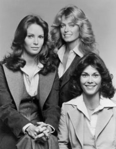 charlies_angels_cast_1976-farrah-fawcett-kate-jackson-jaclyn-smith film serie tv cast streaming siglasoundtrack trailer cineblog01 theme song