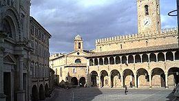 offida_piazza_del_popolo