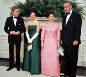 biography and lineage of queen elizabeth l Queen elizabeth ii biography queen elizabeth (1952 – ) was crowned head of state, head of the commonwealth and supreme governor of the church of england in 1952.