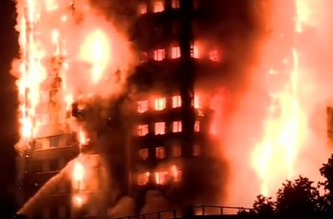 Incendio grattacielo di londra la gente si butta dalla finestra come dalle torri gemelle di new - Si butta dalla finestra milano ...